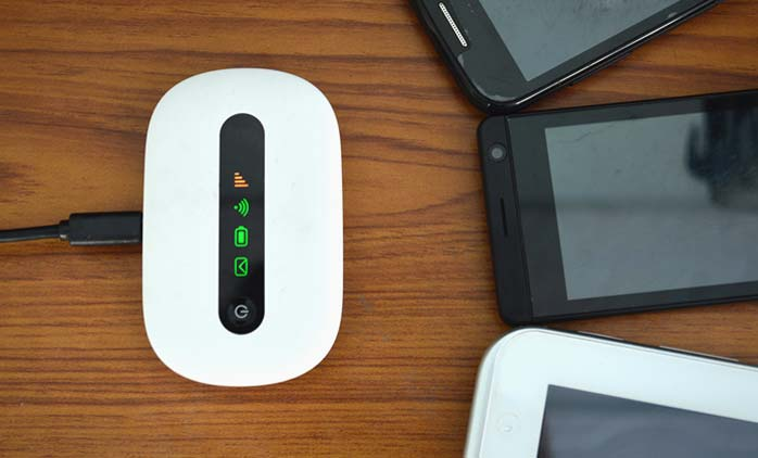 How to insert a SIM card in wifi router