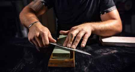 correctly sharpen a knife using